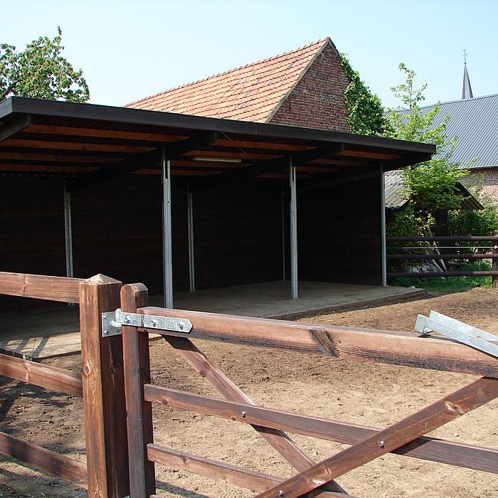 bildergalerie stall offenstall mit paddock g nstig kaufen im hofmeister pferdesport. Black Bedroom Furniture Sets. Home Design Ideas